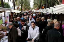 Gran éxito del mercado tradicional, previo al Dia de les Illes Balears
