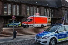 Muere un hombre tiroteado por la Policía tras apuñalar a dos personas en un tren en el norte de Alemania