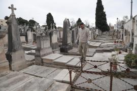Los enterradores de Palma no tendrán que acreditar conocimientos de catalán