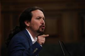 Pablo Iglesias tilda de vergüenza que «un bolso» ocupe el escaño de Rajoy