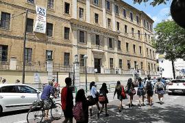 El colegio Sant Agustí anima a los padres a denunciar al monitor si tienen sospechas