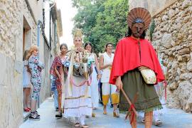 El ancestral baile de las Àguiles brilla en Pollença pese a la ausencia del cordero