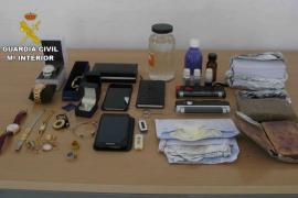 La Guardia Civil detiene en Palma a un hombre por estafas mediante el timo de los billetes tintados