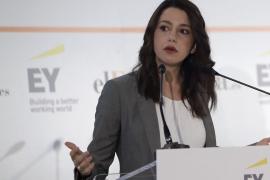 Arrimadas dice que los independentistas salivan ante el gobierno de Sánchez