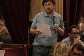 Ponen a Jarabo 'El novio de la muerte' durante su intervención en el Parlament