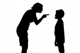 Denuncian a un centro escolar por tener a un niño de 9 años castigado siete meses sin patio