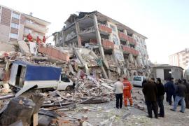 Más de 200 muertos y 1.300 heridos por el terremoto en el sureste de Turquía