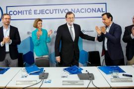 Rajoy lanza 'recados' a Aznar y afirma que se va tras asumir «errores» que no eran suyos