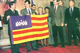 Cuando Pedro Duque 'paseó' la bandera de Baleares por el espacio y fue recibido por Jaume Matas