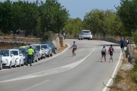 El Consell instalará barreras para evitar que se aparque en la carretera de Cala Varques