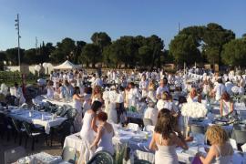 Se suspende la Cena en Blanco tras nueve años fiel a su cita