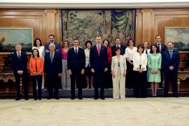 Los miembros del Gobierno prometen sus cargos con la fórmula de «Consejo de ministras y ministros»