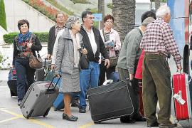 Llegan a Mallorca, Menorca y Eivissa los primeros turistas del programa del Imserso