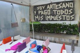 El Gremio de Artesanos denuncia el «verdadero mercado» de vendedores ambulantes ilegales que se instala en Palma