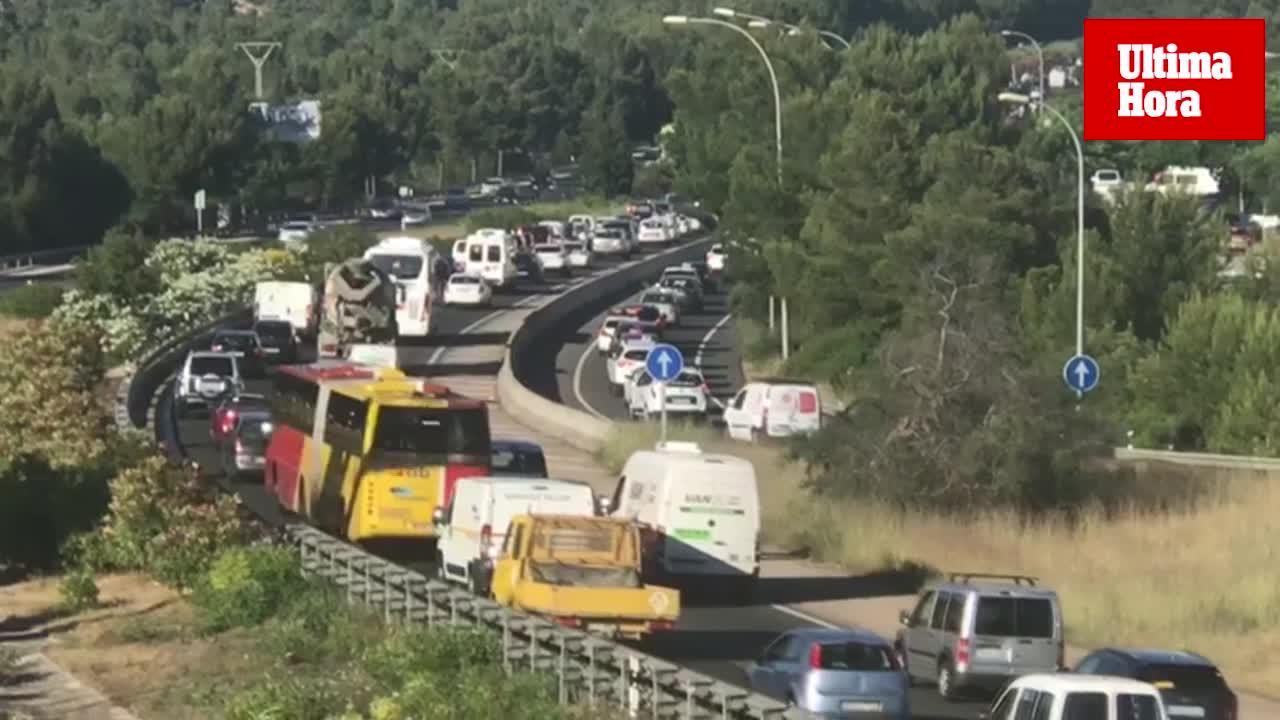 Importantes retenciones de tráfico a causa de dos accidentes en la autopista de Andratx