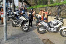 Cuatro jóvenes alemanes propinan una paliza a dos mendigos en la Playa de Palma