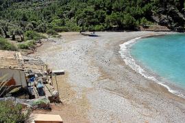 Más de 200 vecinos y usuarios de Tuent se oponen al negocio de hamacas y sombrillas