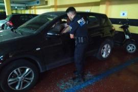 La policía de Sóller rescata a un bebé atrapado en un coche