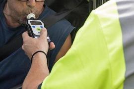 Triplica la tasa máxima de alcohol tras volcar con su coche en Palma