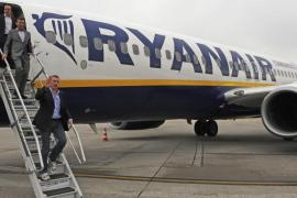 Un vuelo de Ryanair regresa a tierra al desprenderse una ventana sellada con cinta