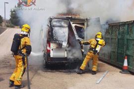 Un voraz incendio calcina un camión y una furgoneta del Consell en Palma