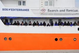 """ACNUR insta a permitir el desembarco """"seguro y rápido"""" de los inmigrantes del barco 'Aquarius'"""