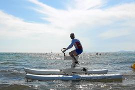 Las bicis acuáticas llegan a la Isla