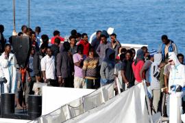 Llega al puerto italiano de Catania un barco con 932 inmigrantes