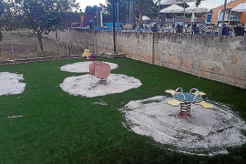 Cierran el parque infantil del polideportivo de Búger porque los columpios dan calambre a los niños