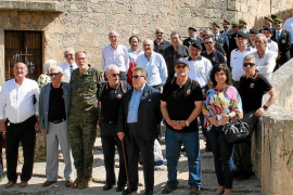 Comida de compañerismo de mandos y tropa del Palma 47 en el Castillo de San Carlos