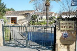 Los padres avisan de que el agua del grifo de los colegios de Alcúdia no es apta para consumo diario