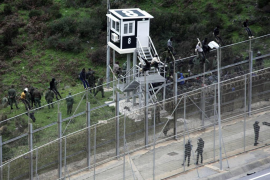 Interior quiere quitar las concertinas de las vallas de Ceuta y Melilla