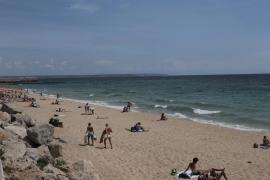 Buscan a un joven desaparecido mientras nadaba en la playa Can Pere Antoni de Palma