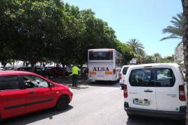 Un autocar averiado colapsa el Paseo Marítimo de Palma