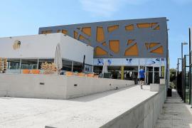 El dueño de una ludoteca de Maioris deja a 50 niños y a la directora del centro en la calle