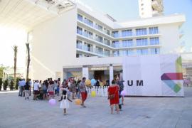 El centro comercial Momentum Plaza, que lidera el grupo Meliá en Magaluf, abre sus puertas