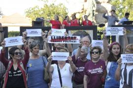 80 personas se manifestan en Palma a favor de la libertad de expresión