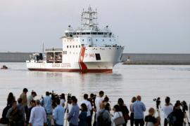 El primer barco de la flota del 'Aquarius' desembarca en el puerto de Valencia