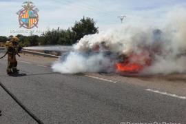 Arde un coche en la carretera de Sineu