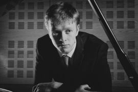 Luke Jones abre el International Piano Festival en la Torre de Canyamel