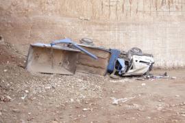 Investigan la muerte de un camionero tras caer al interior de una cantera en Menorca