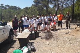 Una jornada de sensibilización y limpieza en el Caló d'en Monjo recoge 47,6 kilos de residuos