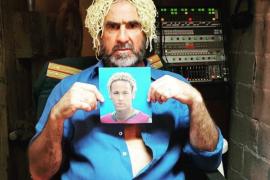 Éric Cantona se mofa de Neymar con una peluca de espaguetis