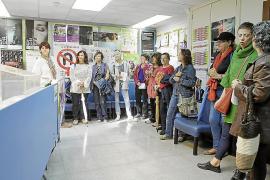 Las feministas irrumpen en el IBD: «¿Dónde está la directora?»