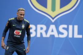El tobillo de Neymar hace saltar las alarmas en Brasil