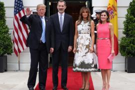 Trump y su esposa reciben a los reyes de España a la entrada de la Casa Blanca