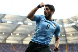 Un solitario tanto de Luis Suárez clasifica a Uruguay para octavos