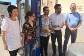 Cort instala dos 'biblioparadas' en Palma para fomentar la lectura mientras se espera al autobús