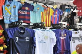 Intervienen 1.655 artículos falsificados en tiendas y puestos del Arenal y Llucmajor