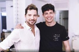 Alfred comparte escenario con David Bisbal tras desmayarse en la 'OTGira'